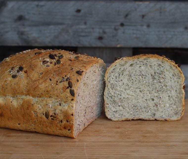 Bio Pain blanc aux graines tranché Boulangerie Nos Pilifs