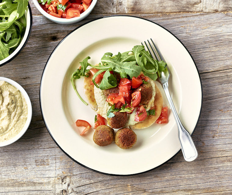 Falafels, caviar d'aubergine et salsa de tomates