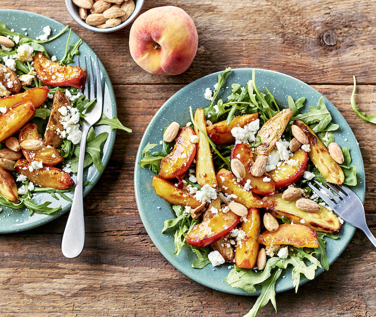 Salade de pêches, tomates cerises et chèvre