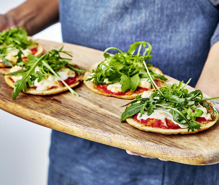 Mini pizza au fromage de chèvre et roquette