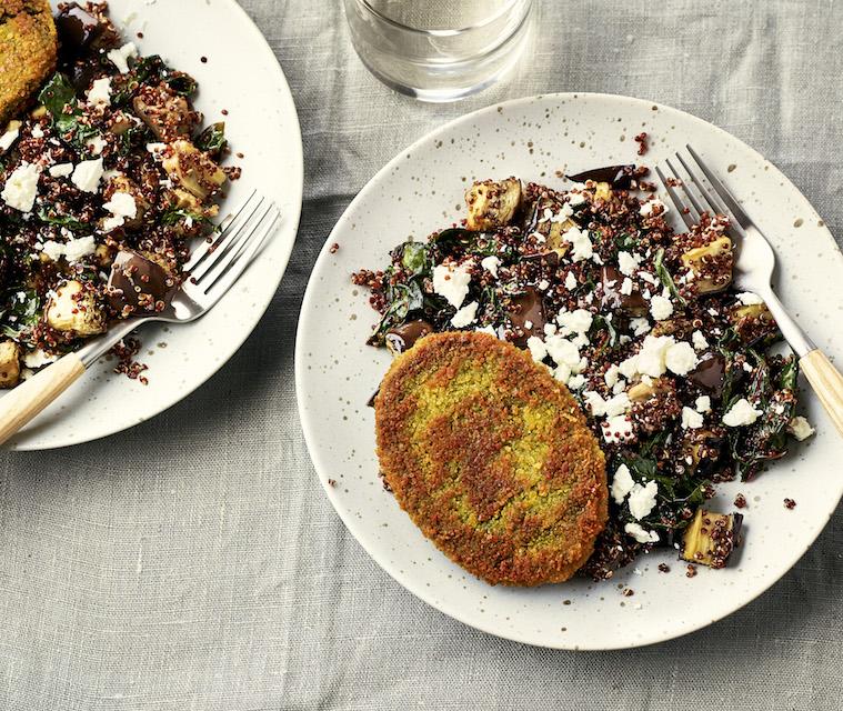 Burgers végétariens & quinoa rouge sauté aux aubergines