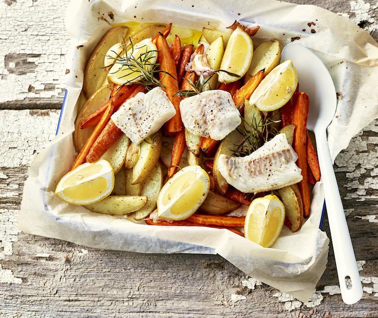 Poisson rôti au citron, ail, romarin & pommes de terre