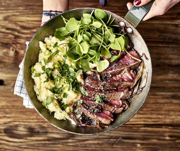 Steaks de boeuf glacés au balsamique et purée de pommes de terre aux jeunes oignons